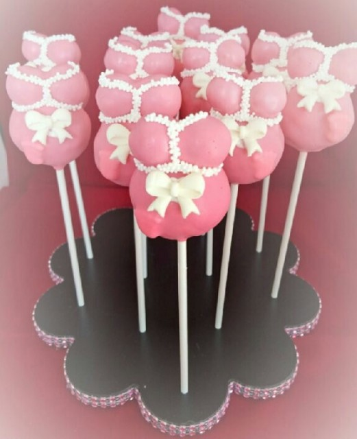 Flotte cake pops til baby shower. Credit: sugarkissed.net